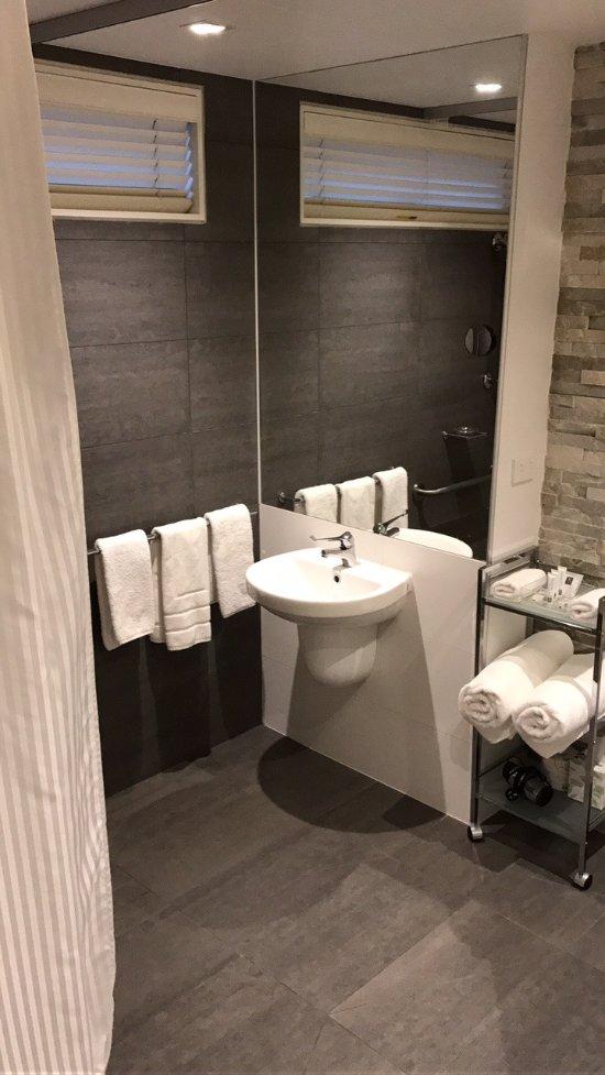 Best western plus ballarat suites updated 2017 hotel for Best bathroom suites reviews