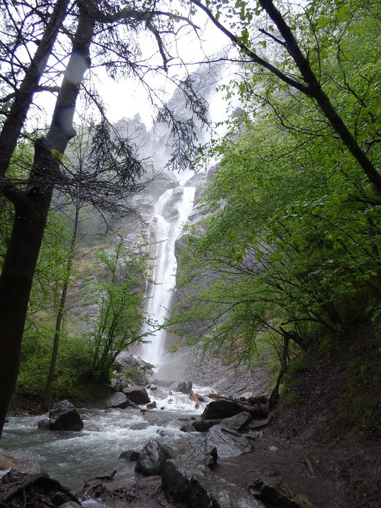 Things To Do in Cascade de l'Arpenaz, Restaurants in Cascade de l'Arpenaz