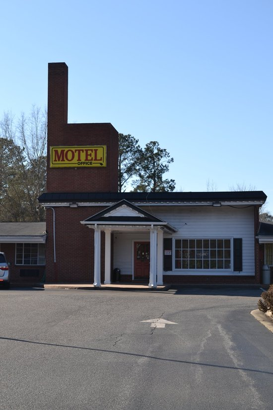 CAMELOT INN - Motel Reviews (Greenville, NC) - TripAdvisor