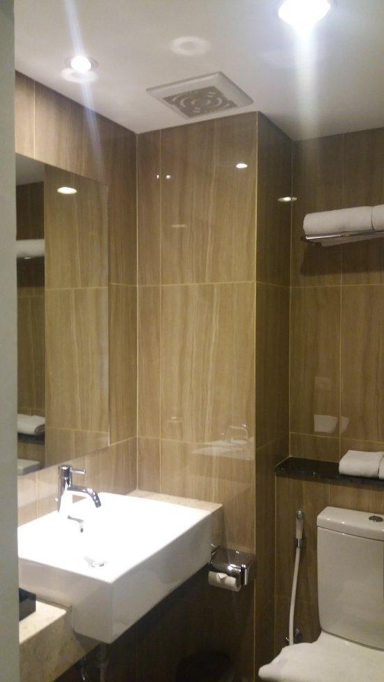Hasil gambar untuk kamar mandi grand cordela hotel bandung