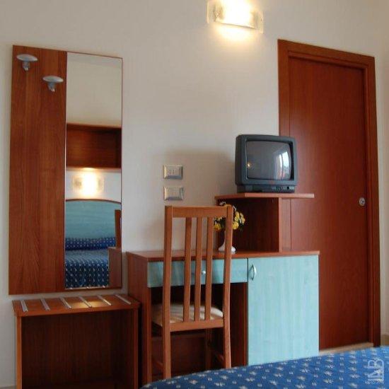 Hotel euro bellaria igea marina italie voir les for Hotel euro meuble grado