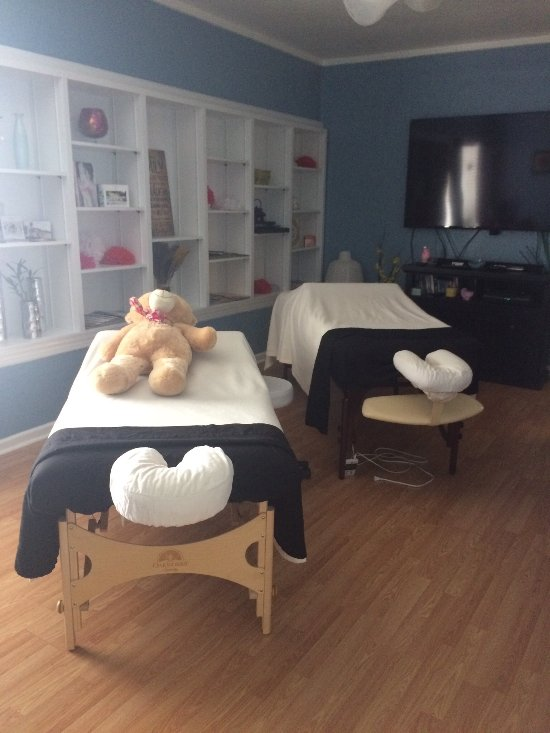 The couples massages are the best way to reconnect!  Everyone here is professional and kind.