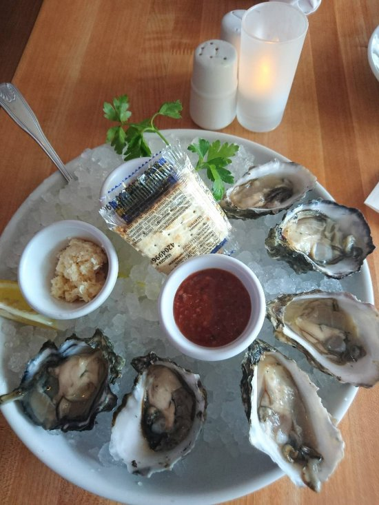 Fly n fish oyster bar and grill newport beach restoran for Flying fish bar and grill