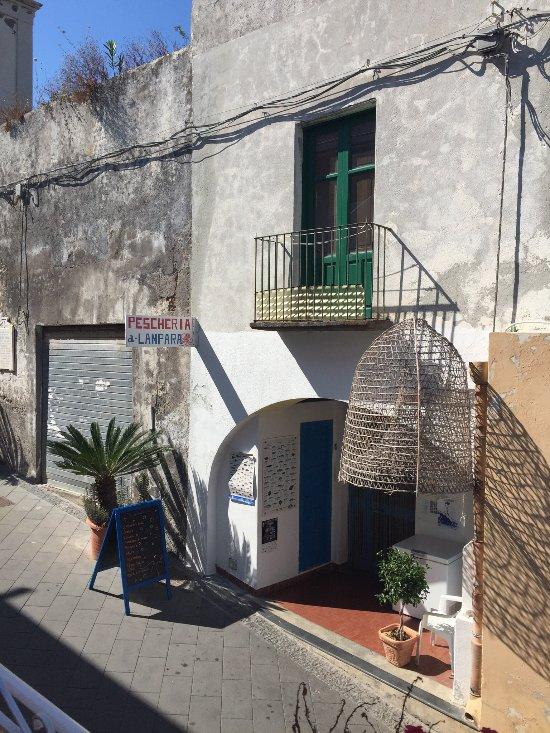 Fishmarket a lampara santa marina salina restaurant for Salina sicily things to do