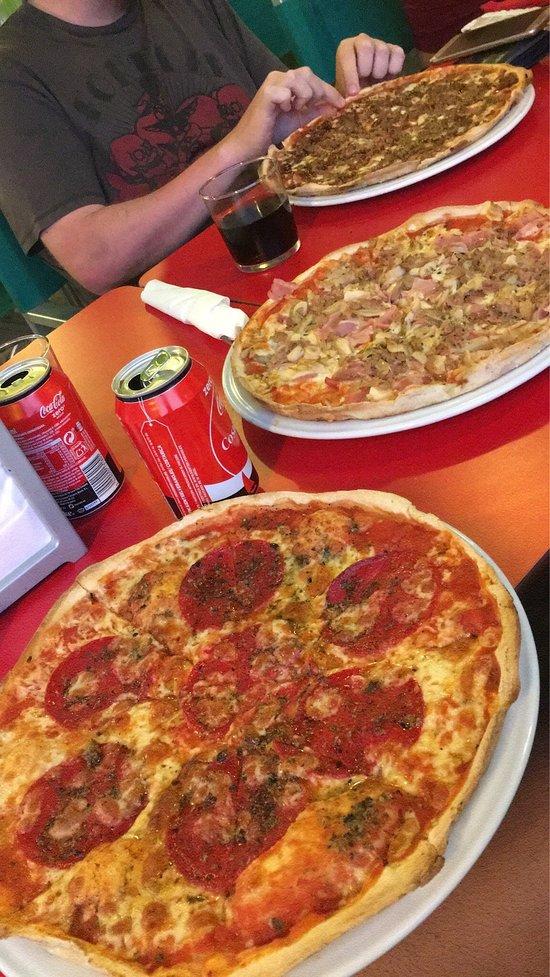 Paparazzi pizza pasta ristorante manilva fotos for Pizza jardin precios