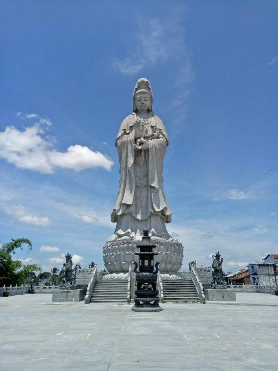 Vihara Avalokitsvara - Patung Dewi Kwan Im (Pematang Siantar ...
