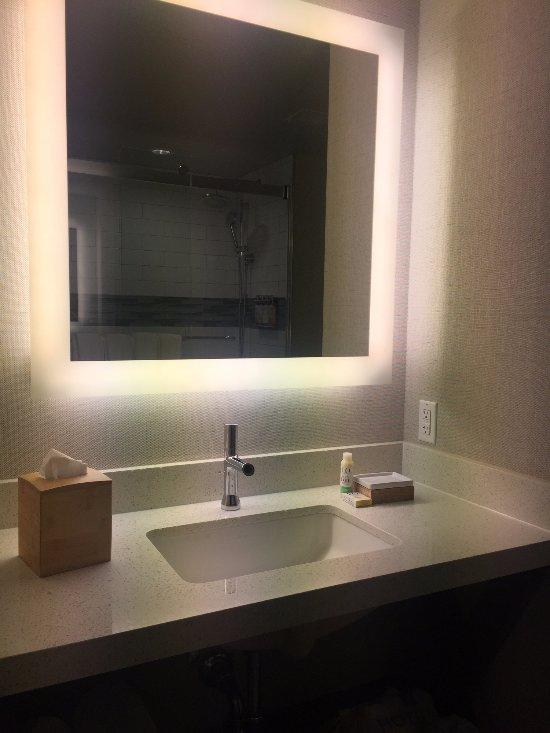 Bathroom Mirror Has Lights Around It, Mirror With Lights Around It