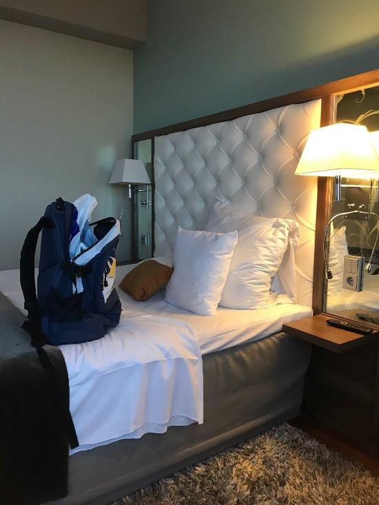 Skön säng men det fattas en stor kudde, MEN det fixade personalen på en minut👍😄
