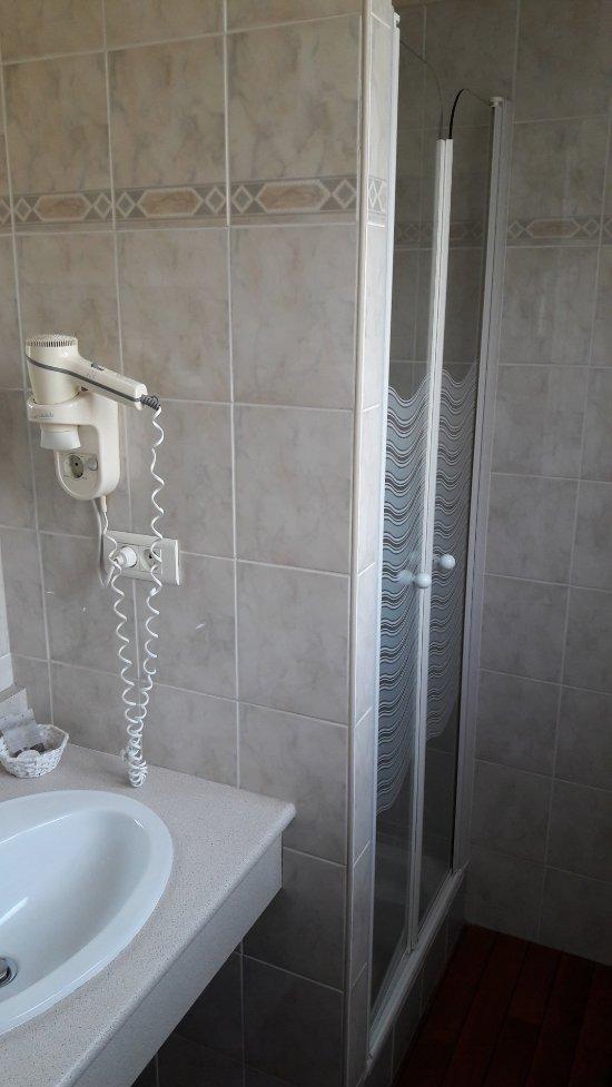 hotel le louvre cherbourg france voir les tarifs 112. Black Bedroom Furniture Sets. Home Design Ideas