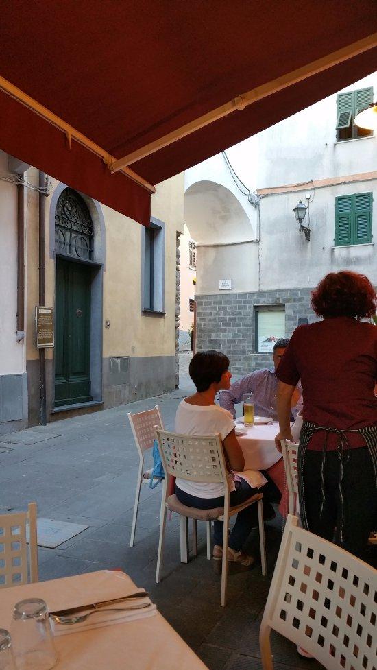 Pizzeria del borgo antico brugnato ristorante recensioni numero di telefono foto tripadvisor - Ristorante borgo antico cucine da incubo ...