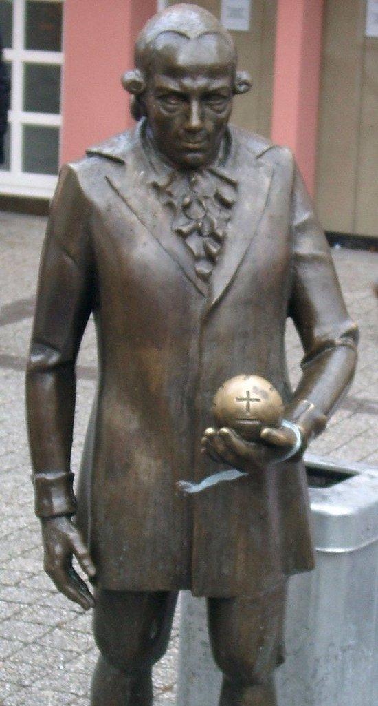 Georg Christoph Lichtenberg Statue