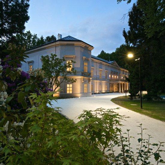 Zamek Ratmerice - Hotel & Resort