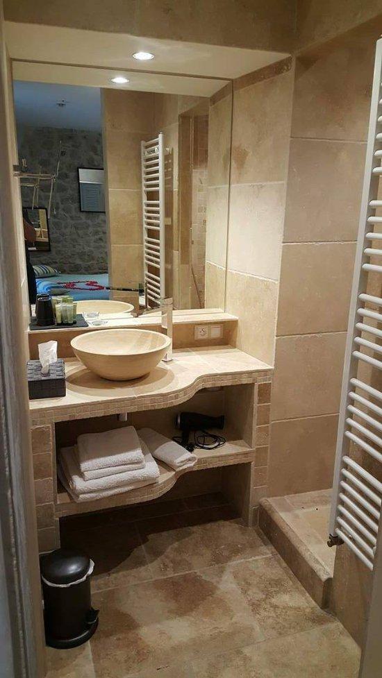 Domaine des sources hotel niozelles france voir les for Voir les salles de bain