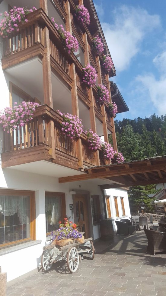 Hotel la roccia cavalese provincia di trento prezzi for La roccia arredo bagno
