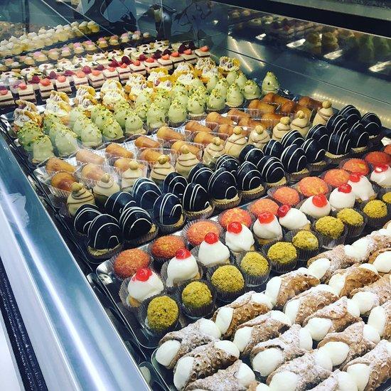 immagine Bar Pasticceria Dei Fratelli Introvaia snc In Torino