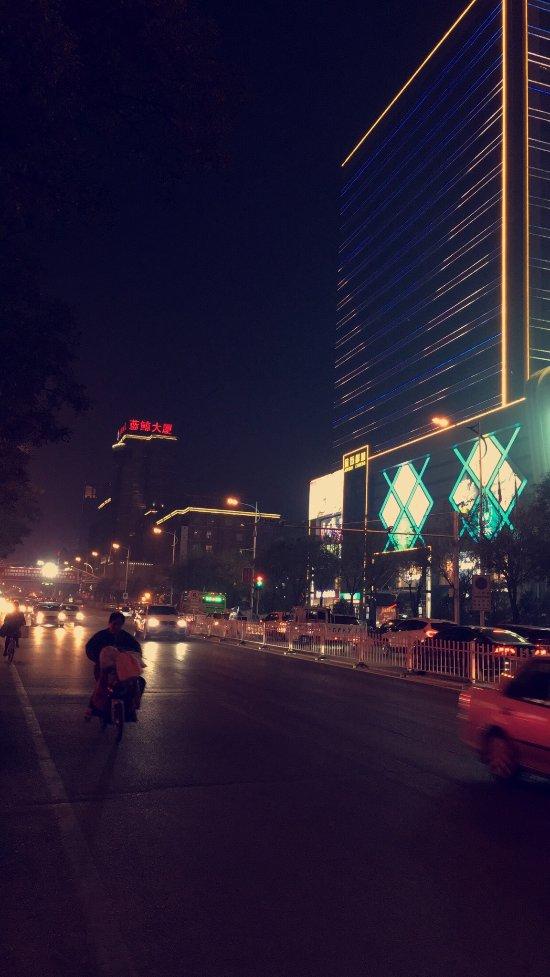 Hongqliu Rd