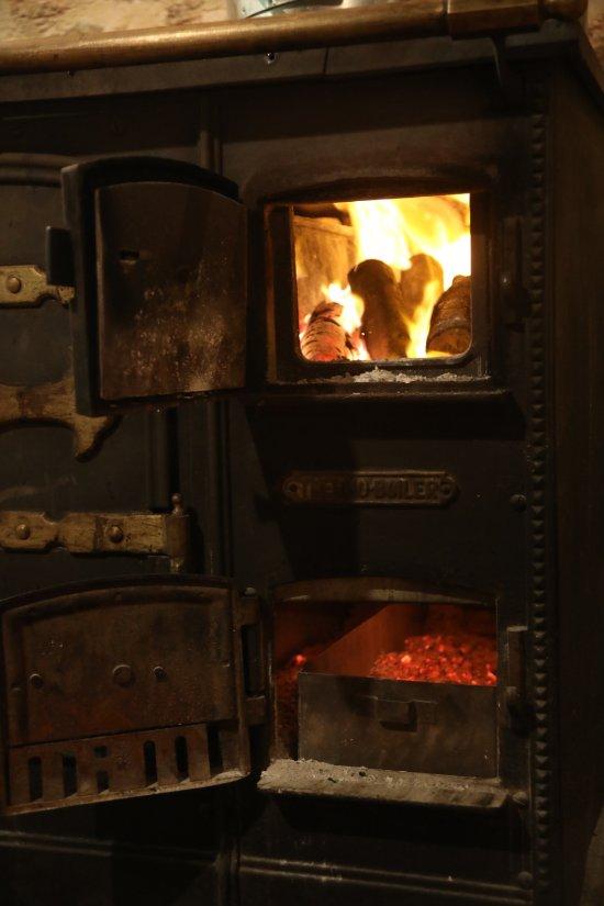 Es caliu santa eulalia del r o restaurantbeoordelingen - Cocinar en horno de lena ...