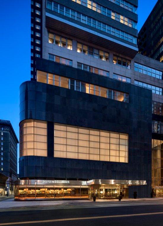 embassy suites by hilton philadelphia center city 142. Black Bedroom Furniture Sets. Home Design Ideas