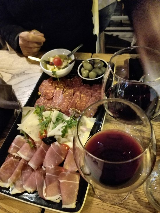 Cheese bar zagreb restaurant reviews phone number for Food bar zagreb