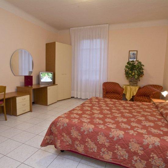 Hotel roma porretta terme bewertungen fotos for Media room guest bedroom