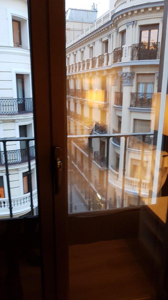 Catalonia puerta del sol desde madrid espa a for Libreria puerta del sol