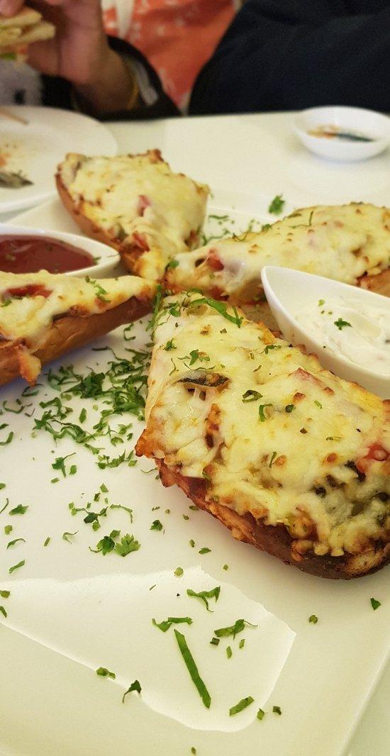Vegetarian pizza bites
