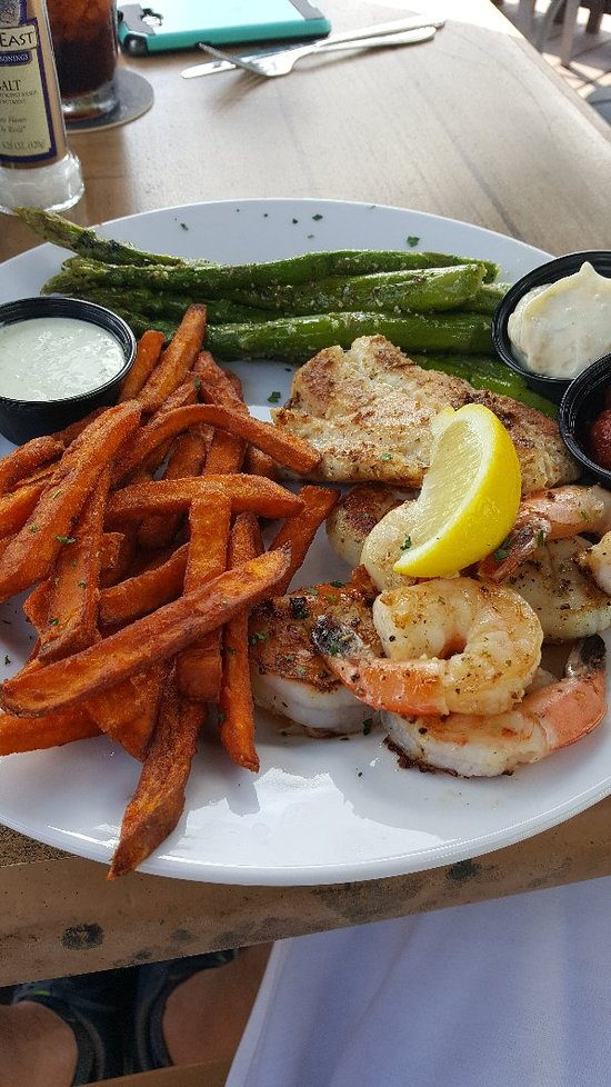 Fish tale grill by merrick seafood cape coral recenze for Fish tales cape coral