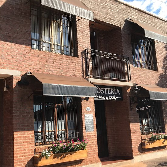 Montes Hosteria & Bar Cafe
