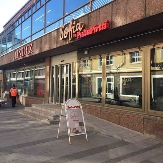 Oulun Kirkkokadun saneerauksen valmistelevat työt aloitetaan ensi maanantaina 4. toukokuuta. Katu korjataan Sepänkadun ja Saaristonkadun väliseltä matkalta.
