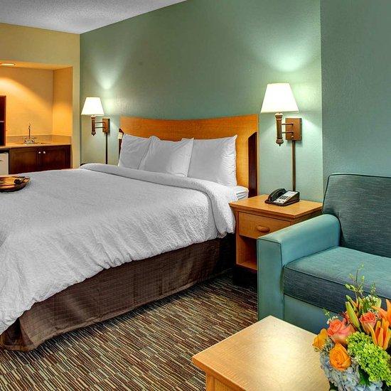 Hampton Inn & Suites by Hilton - Miami Airport / Blue Lagoon