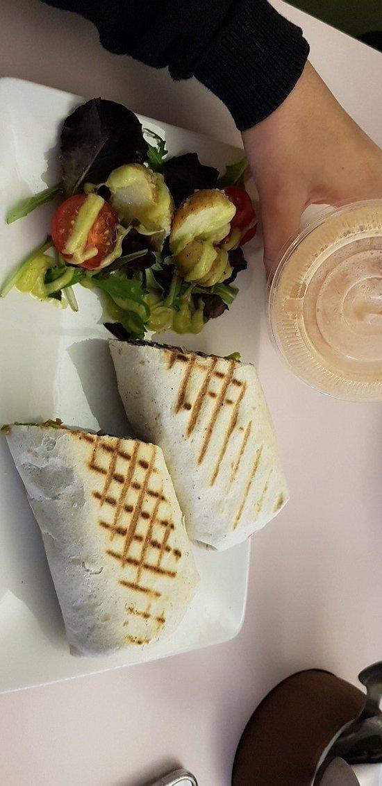 Coffee bar excellent pour ses smoothies home made et ses plats vegan. Attention vegan bowl est e