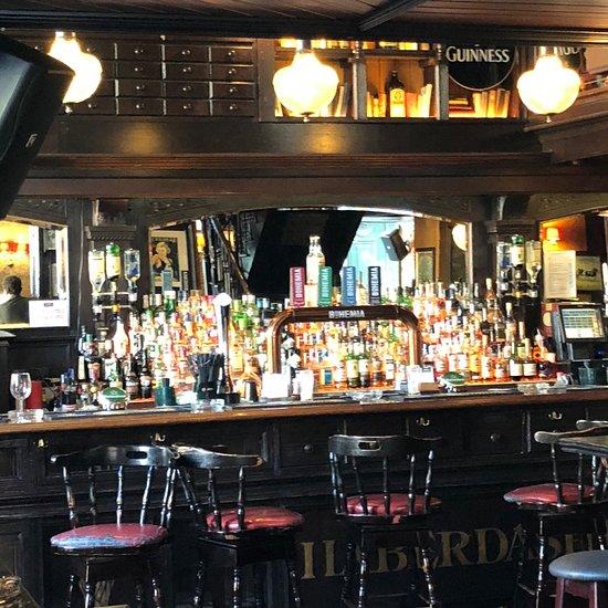 Hennessy S Irish Pub Lisbon Bairro Alto Bica Cais Do Sodre