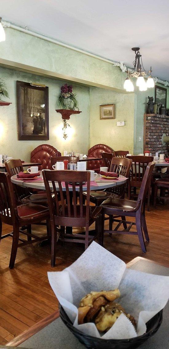Dining in the Wodstock Inn, NH