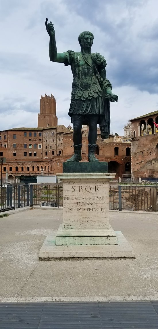 Statua dell'Imperatore Traiano