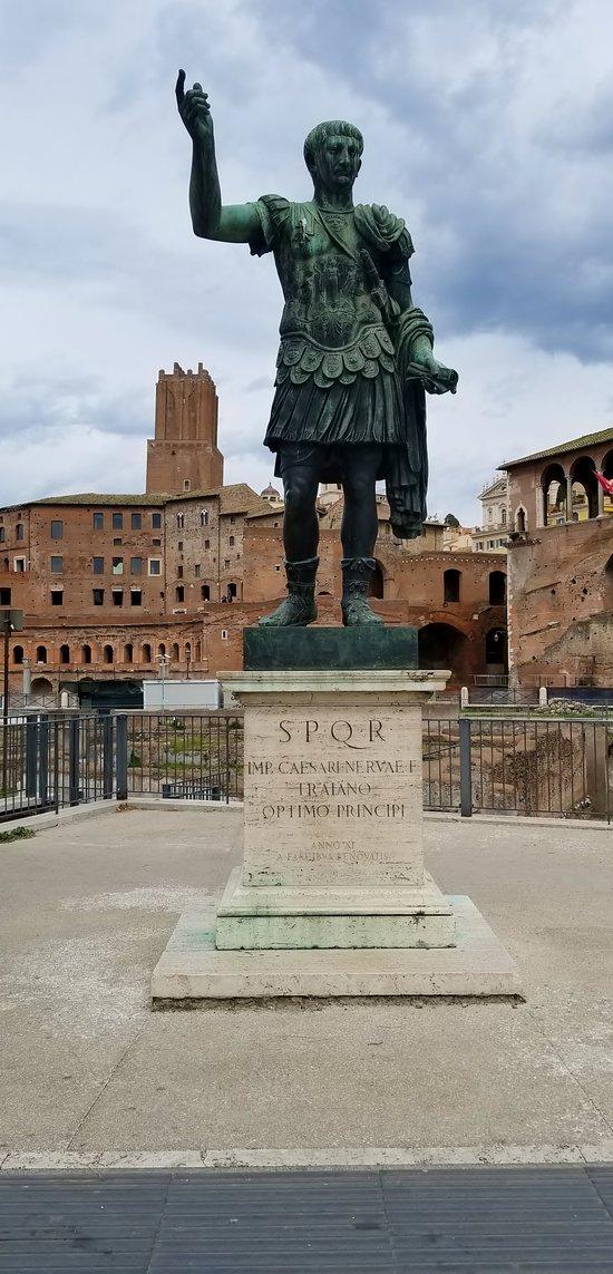 Statua dell'Imperatore Traiano
