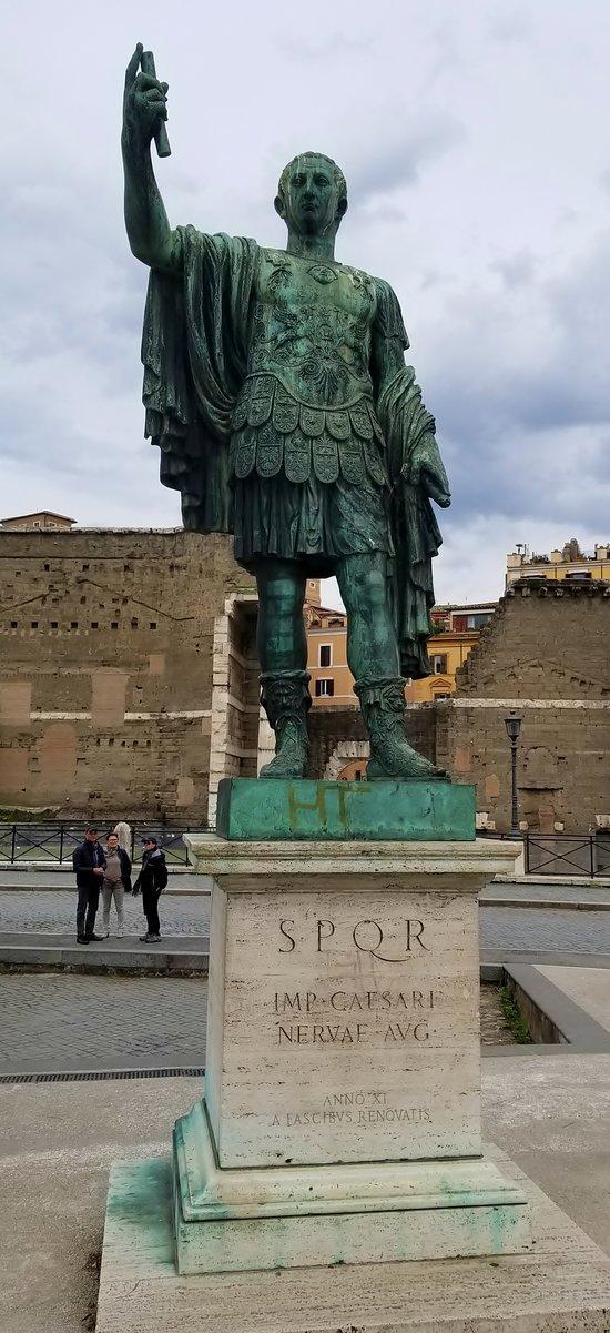 Statua dell'Imperatore Nerva
