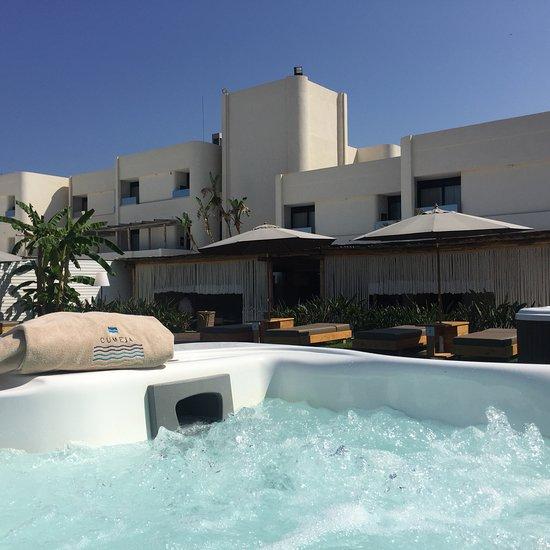 Cumeja Beach & Resort
