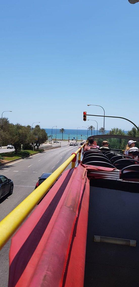 Chuyến tham quan bằng xe buýt du lịch