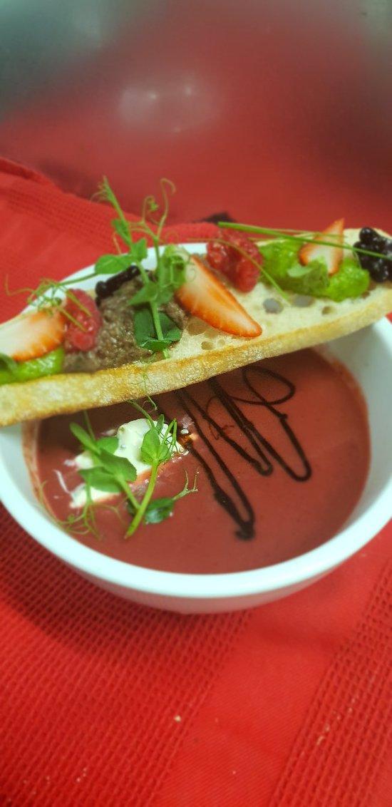 Le Coucou Hotel Restaurant & Lounge-Bar