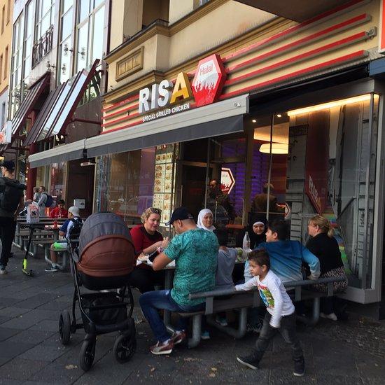 مطعم دجاج حلال في برلين، المانيا