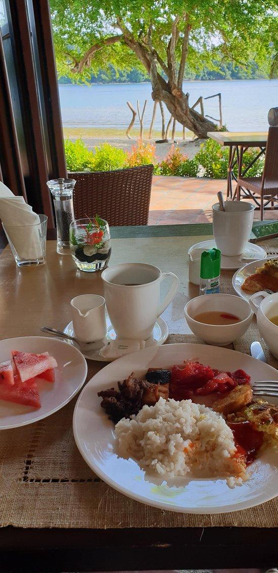 Breakfast buffet. No bacon. :(