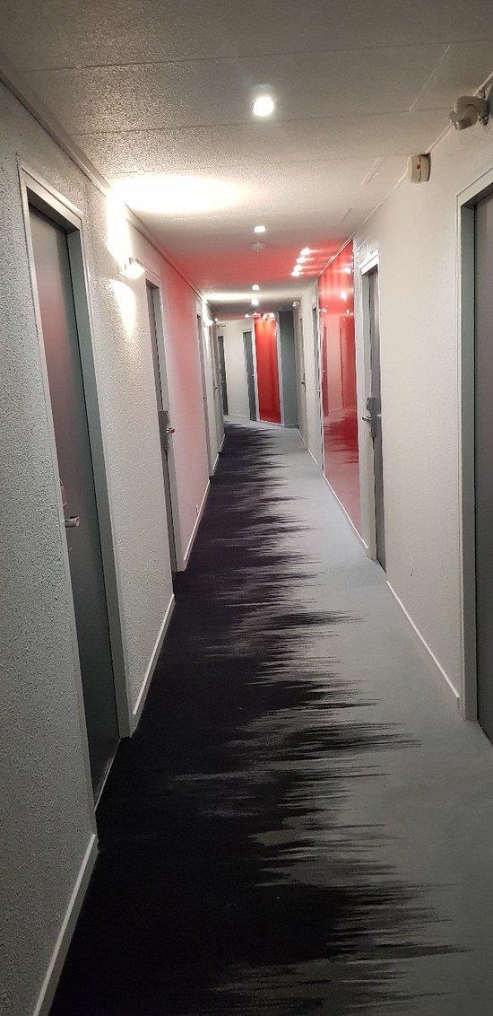 Voici le résultat après rénovation, l'hôtel est très douillet le personnel sympathique
