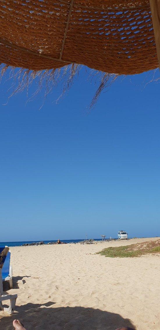 Lekker strand, zee wel ruig