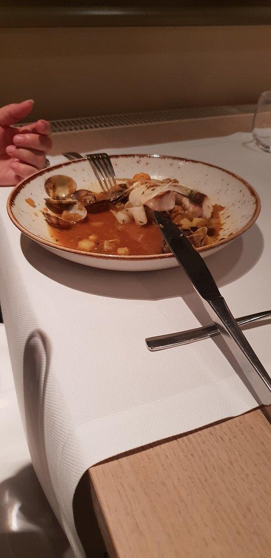 We waren al aan het eten toen de foto genomen werd, hier de rode poon.