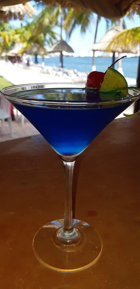 Blue lagoon coctail