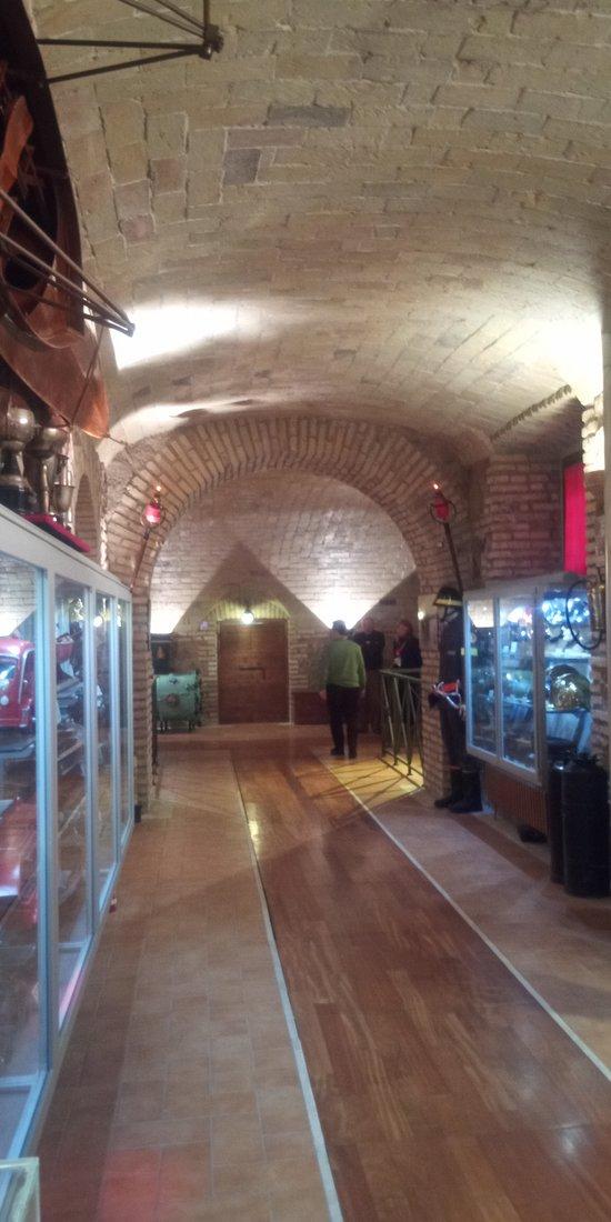 Esposizioni nel corridoio del Museo