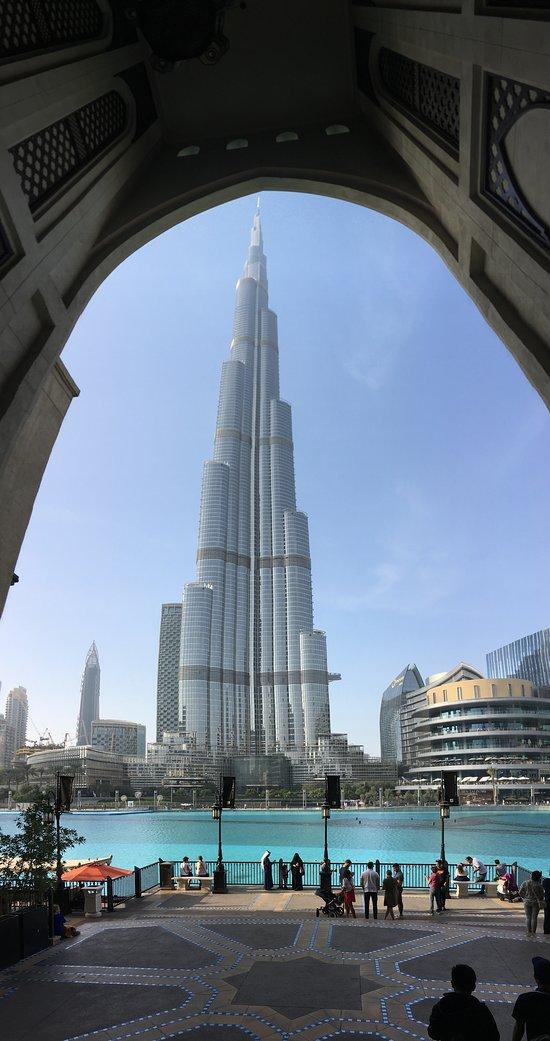 Burj Khalifa vom Souk Al Bahar aus gesehen