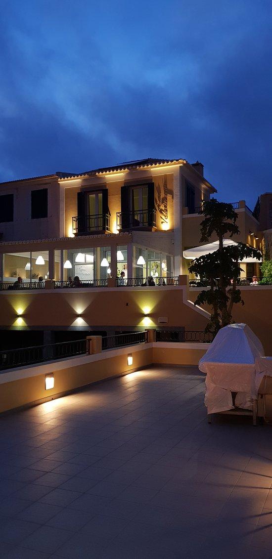 A Casa do Velho Dragoeiro, com restaurante vista mar 5 Continentes