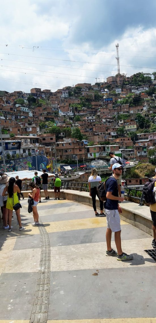 book now your private bilingual guide at www.medellincityservices.com