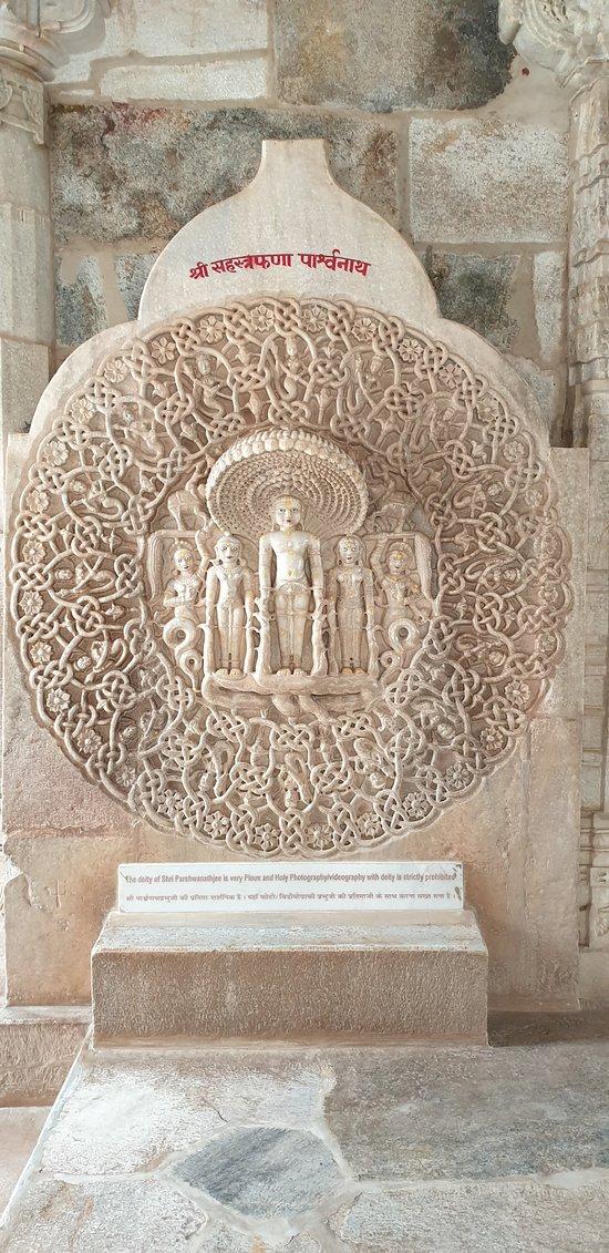 small mahavira carvings in the temple